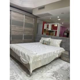chambre a coucher moderne avec lit capitonné